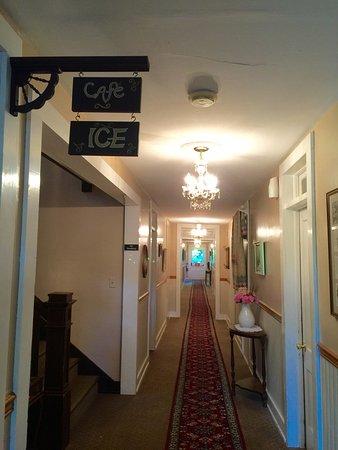 Eagles Mere, PA: Crestmont Inn