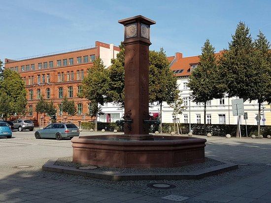 Uhren- und Jahreszeitenbrunnen