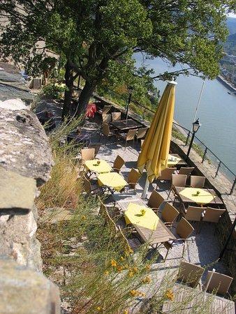 Burg Sterrenberg: Terrasse mit Blick auf den Rhein