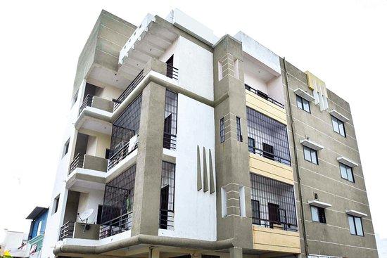 OYO Apartments Bombay Hospital Near Dewas Naka