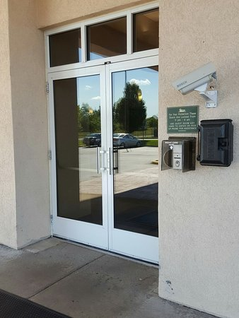 Homewood Suites by Hilton Rochester / Henrietta: Narrow doors, no automatic opening