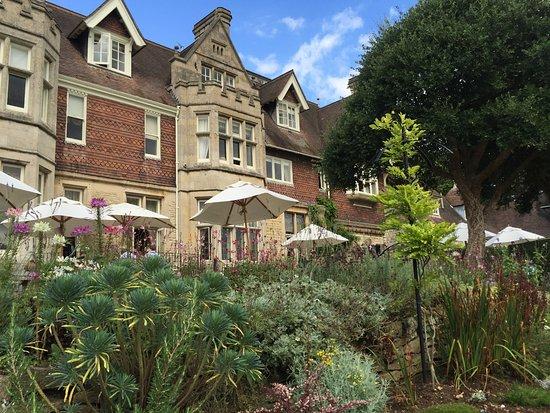 Jardin et façade de Hambleton hall