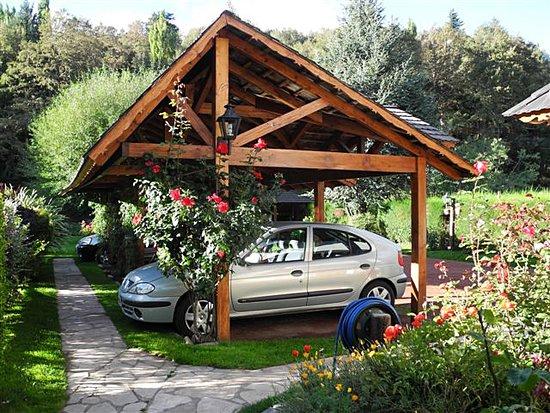 Cabañas Arco Iris: Parking