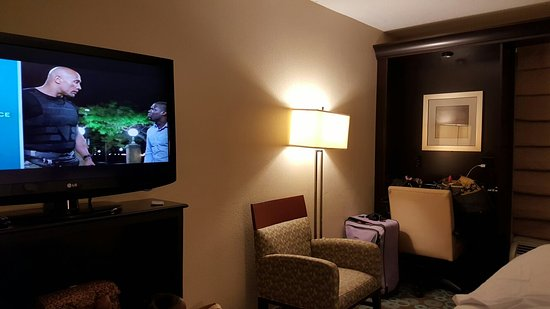 Hampton Inn Biloxi: Inside room and yellow water. I've stayed at several places in Biloxi and water is always yellow