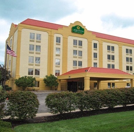 La Quinta Inn & Suites Cleveland Airport West