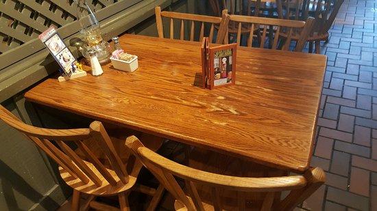 Dumfries, VA: 木餐桌