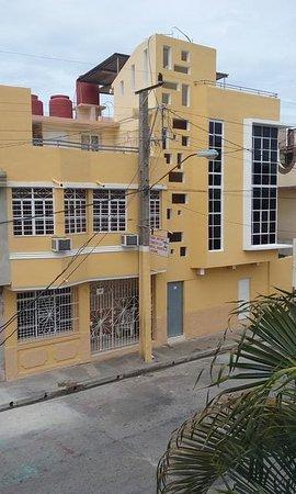 Arturo & Esmeralda Hostal-Suite: Vista superior desde el frente