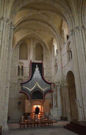 Lessay, Francia: l'organo