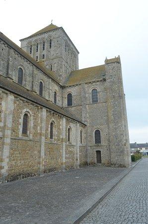 Lessay, Francia: la chiesa da fuori