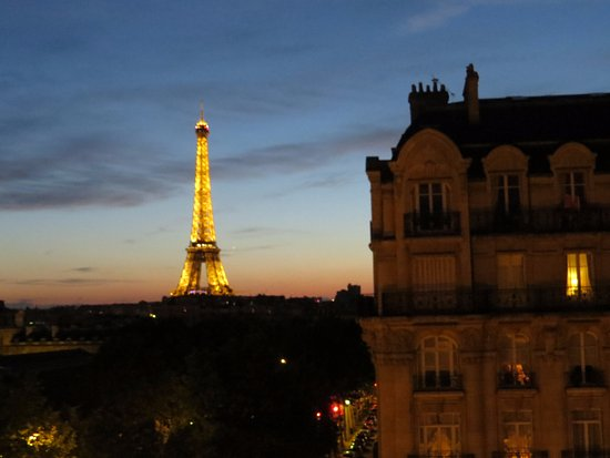Hotel Duquesne Eiffel: Taken from our room (room 54)