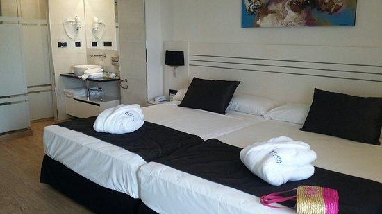 Playadulce Hotel: 20160819_184912_large.jpg