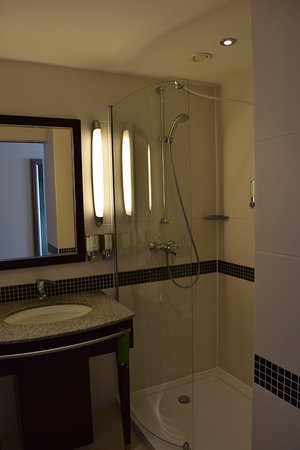 Hampton by Hilton Berlin City West: Bathroom