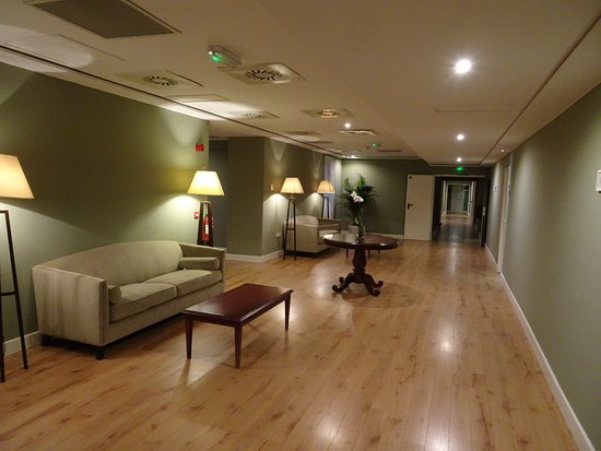 Rock Hotel Gibraltar: Third Floor Corridor
