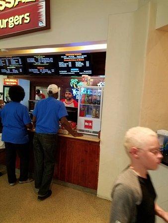 St. Augustine Premium Outlets : 20160903_133420_large.jpg