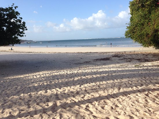 Dorado Cottage: Three minute walk to the beach, raked clean of the pervasive seaweed further south.