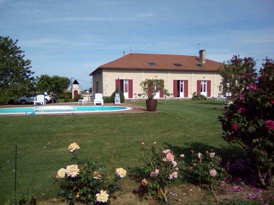 Domaine de Blaignac: Petit déjeuner face au vignes Dîner avec au menu gigot, écrasé de pommes de terre aux herbes et