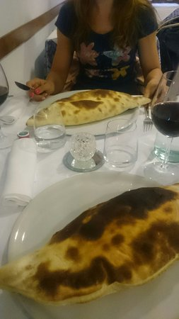 I Corbezzolo: Very nice staff, wine and food. We tried calzone and it was 10/10. Desserts also. Local wine was