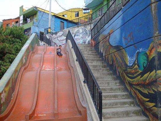 The Slide Picture Of Escaleras Electricas De La Comuna