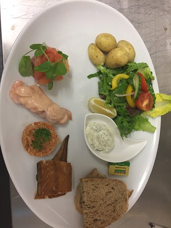 Woodbury Salterton, UK: Gammon steak and seafood platter