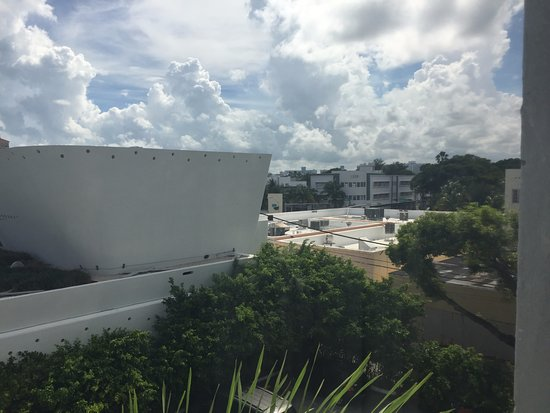 Nassau Suite Hotel: View from 306 looking southwest