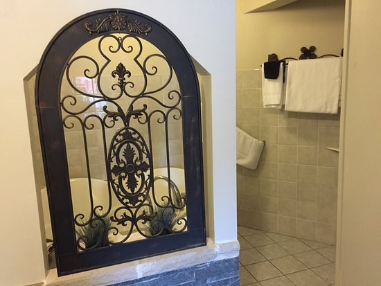 Princess Motel : Honeymoon suit with jacuzzi and sauna