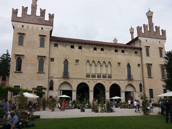 Castello di thiene italien omd men tripadvisor for C b arredamenti thiene