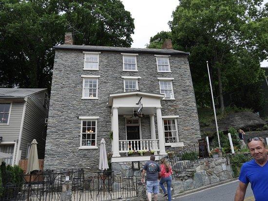 The Town's Inn : exterior