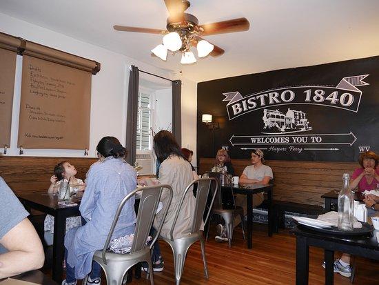 The Town's Inn : Tiny dining room