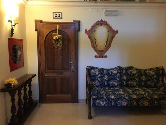 Hotel David: hallway 2nd floor