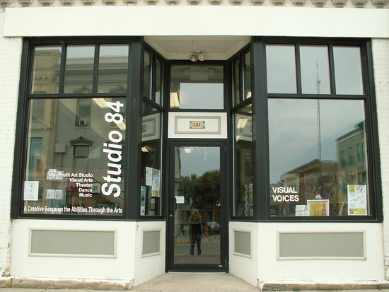 Whitewater, WI: Studio 84 is a non profit art studio, gallery and gift shop.