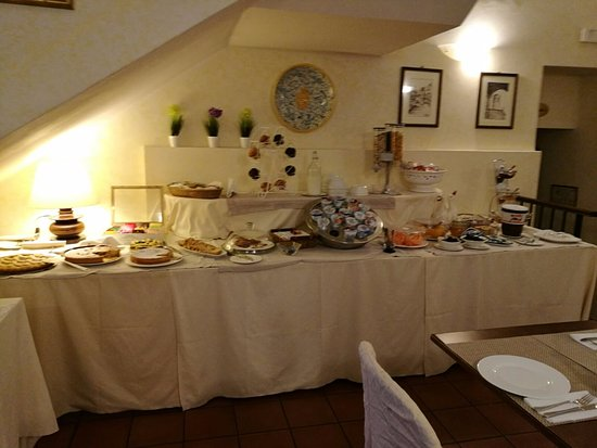 Hotel Gattapone: La colazione.