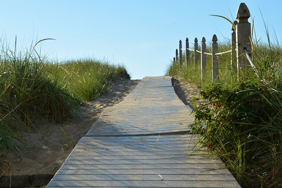 BillowHouse: Just a few steps to the sand
