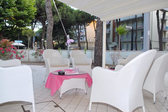 Hotel Gened: notte rosa