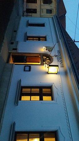 Veszprem County, Hungría: Entrance to Historia & Historante