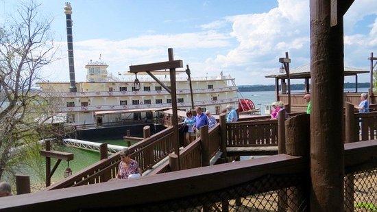 Showboat Branson Belle: Boarding time