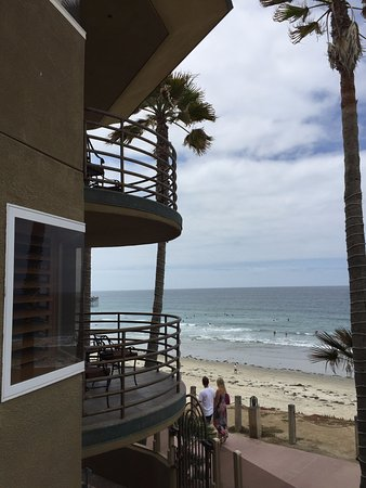 Pacific Terrace Hotel : The balconies are awesome and large!