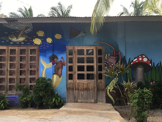 Puerto Cabezas, Nicarágua: Big room, nice balcony. Fridge brought in at no addtl charge, shower curtain was gross, otherwis