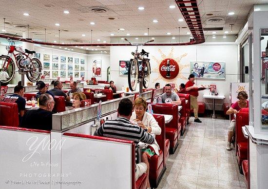 BEST WESTERN PLUS Las Brisas Hotel: gezellige restaurantjes in Palm Springs