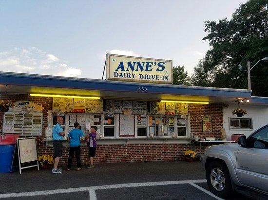 Orange, MA: Great ice cream