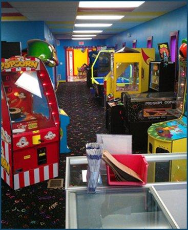 Castle Cove Mini Golf: Arcade Games