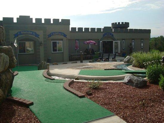 Castle Cove Mini Golf