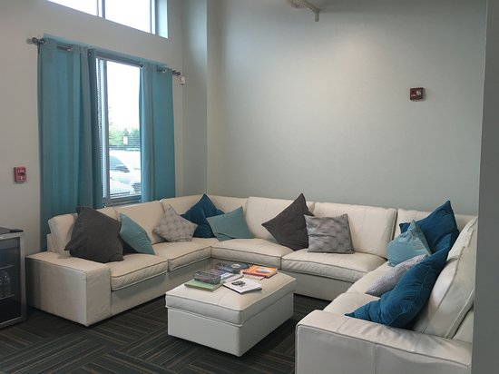 Ashburn, VA: Comfortable lobby for relaxing pre- or post-float