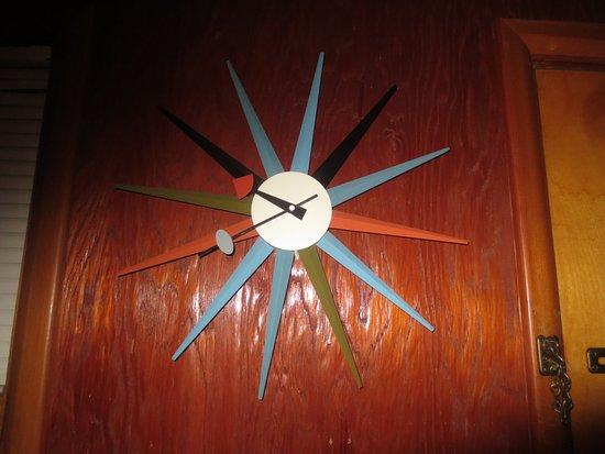 Village Inn At Apgar: Room Clock