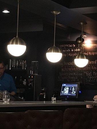 Nouveau Monde Wine Bar & Bistro: Nouveau Monde Wine Bar