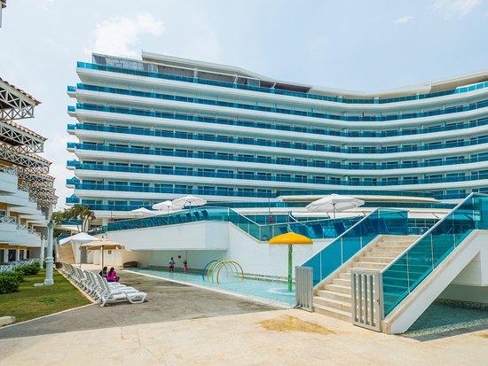 Habitaci n presidencial picture of hotel las americas for Piscina torre del mar