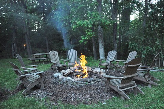 Carmel Cove Inn at Deep Creek Lake: Nightly bonfire with S'mores