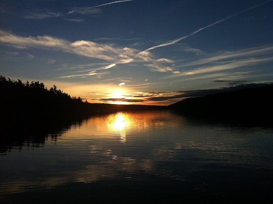 Carmel Cove Inn at Deep Creek Lake : Bathe in captivating mountain sunsets