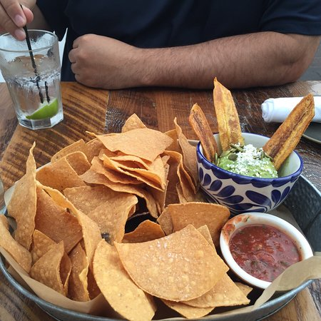 South Glastonbury, CT: Chips with fresh guacamole and salsa