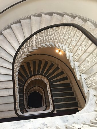 Kimpton Hotel Monaco Washington DC: Beautiful staircase again