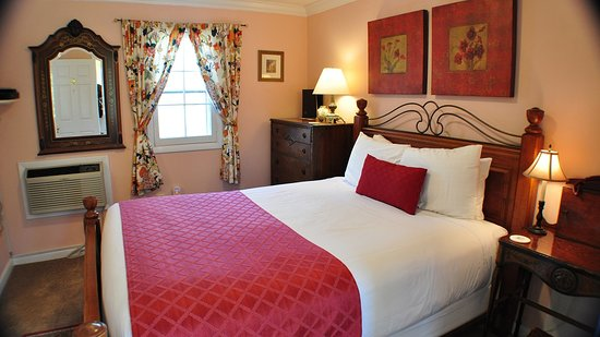 Carmel Cove Inn at Deep Creek Lake: Room 5 - Deluxe